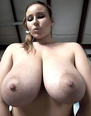 Kira w nude